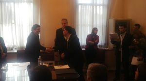 Passarello firma convenio en nación para 2 playones deportivos