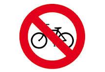 prohibido circular en bici