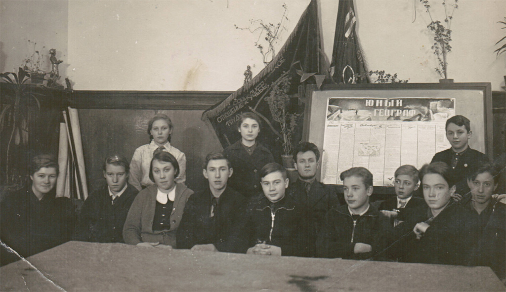 Географический кружок при I средней школе Колпинского района. Январь, 1940 г.