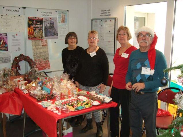 L'association Les cimes argentées proposaient objets et décorations de Noël
