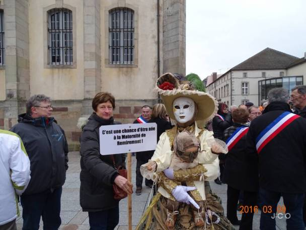 Manifestation Maintien Maternit+® +á Remiremonr (1)