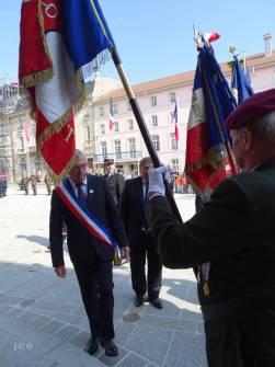09 Salut aux porte drapeaux