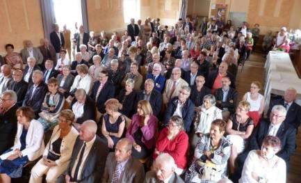 Une centaine de personnes ont suivi la cérémonie.