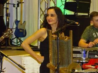 29 Musicienne Chanteuse