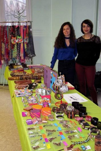 Vente d'artisanat malgache - Isabelle et Sylvie