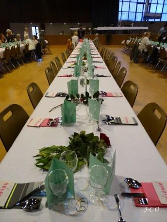 07 Repas des anciens une table