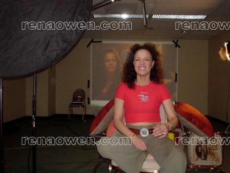 Rena on the set of Leela
