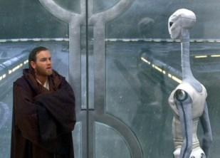 Taun We (Rena Owen) greets Obi-Wan Kenobi (Ewan McGregor)