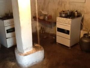 Cozinha de alojamento dos trabalhadores da Cemig estava em péssimas condições