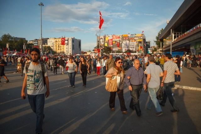 Мирный протест, площадь Таксим, Стамбул
