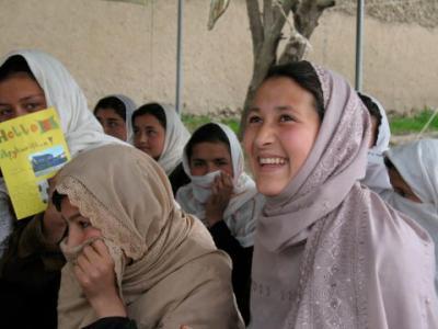 Skänk ett ord till flickor i Afghanistan - på Internationella... - Svenska Afghanistankommittén
