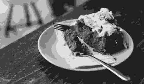 SAMPLE__carrot-cake-in-a-café