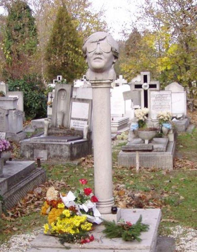 Így néz ki Ihász Gábor síremléke