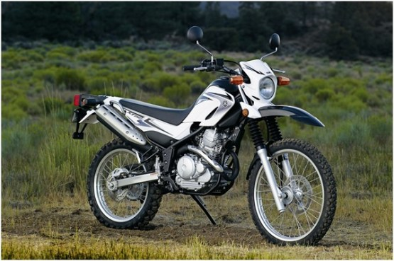 Yamaha XT250 vs TW200 Dual Sport / Enduro / Motorcycle Compared ...