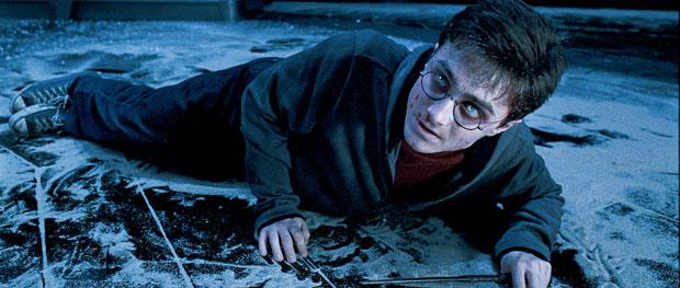 Ao longo dos 7 anos da saga, Harry sofria de sinais prodrómicos de possessão: suores noturnos, acufenos e alucinações.