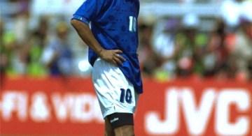 Roberto Baggio después de fallar un penal en la final de Estados Unidos 94