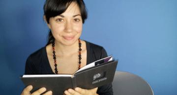 Una de nuestras lectoras: la escritora Verónica Ruscio.