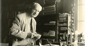 Heidegger en su estudio.