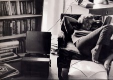 Marilyn escucha mambo en un elepé.