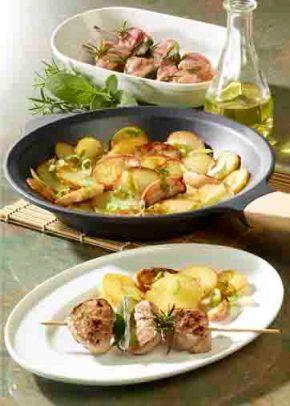 Apfel-Kartoffel-Pfanne mit marinierten Filetspießen (Hausmannskost) Foto: Wirths PR