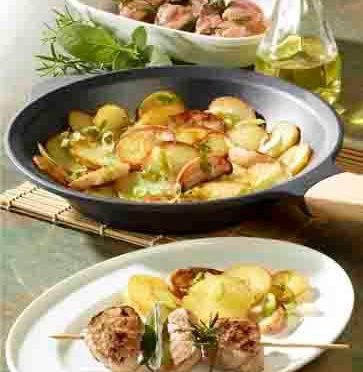 Apfel-Kartoffel-Pfanne mit marinierten Filetspießen (Hausmannskost)