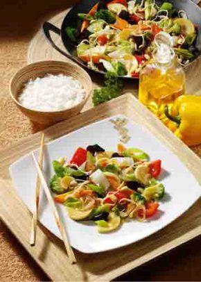 Asiatische Gemüsepfanne mit Sprossen Foto: Wirths PR