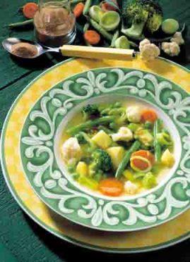 """Gemüsesuppe """"Quer durch den Garten"""" Foto: Wirths PR"""