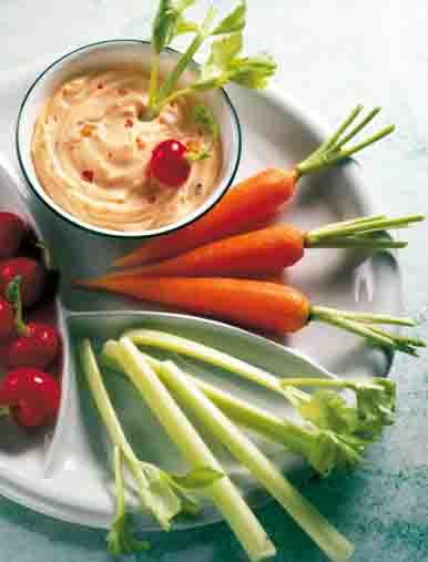 Snacks & Fingerfood: Fitness-Teller mit Dip Foto: Wirths PR