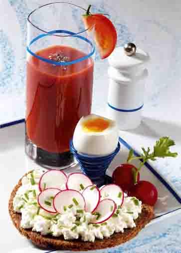 Schlanke Linie: Pikantes Frühstück mit Vitamindrink Foto: Wirths PR