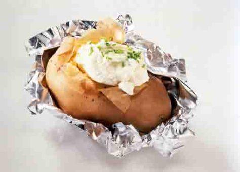 Kartoffelgerichte: Folienkartoffeln mit Dip Foto: Wirths PR