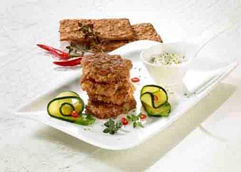 Snacks & Fingerfood: Veggie-Burger mit Joghurt-Dip Foto: Wirths PR / Dr. Karg Genießer-Knäckebrot