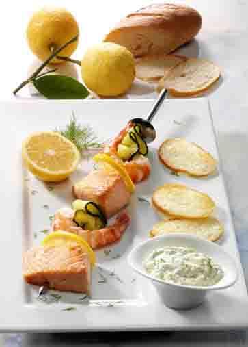 Krabben-Lachs-Spieße mit Dilldip (cholesterinarm) Foto: Wirths PR