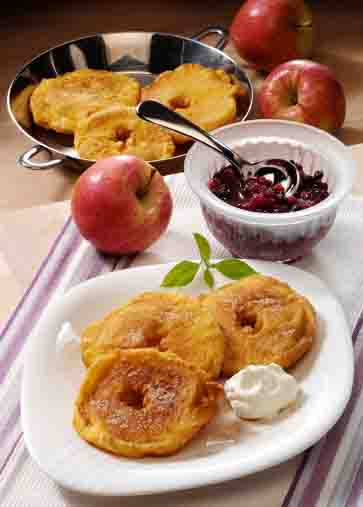 Dessert: Zimt-Apfelküchle im Bierteig Foto: Wirths PR