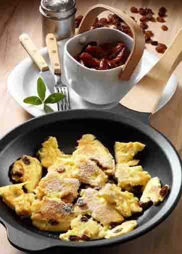 Dessert: Kaiserschmarren mit Zwetschgenröster Foto: Wirths PR