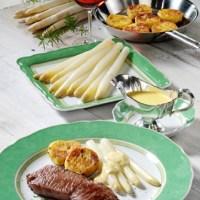 Spargel mit Rinderfilet, Kartoffelplätzchen und Bernaise