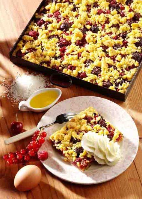 Krümelkuchen mit Sommerfrüchten Foto: Wirths PR