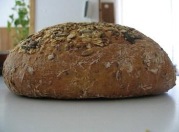 Kürbiskernbrot mit Knoblauch und fast ohne Kohlenhydrate