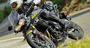 2011-Triumph-Tiger-800-left-side-action
