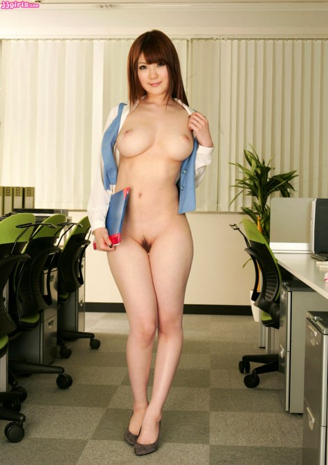 Big boob Japanese AV star Momoka Nishina!