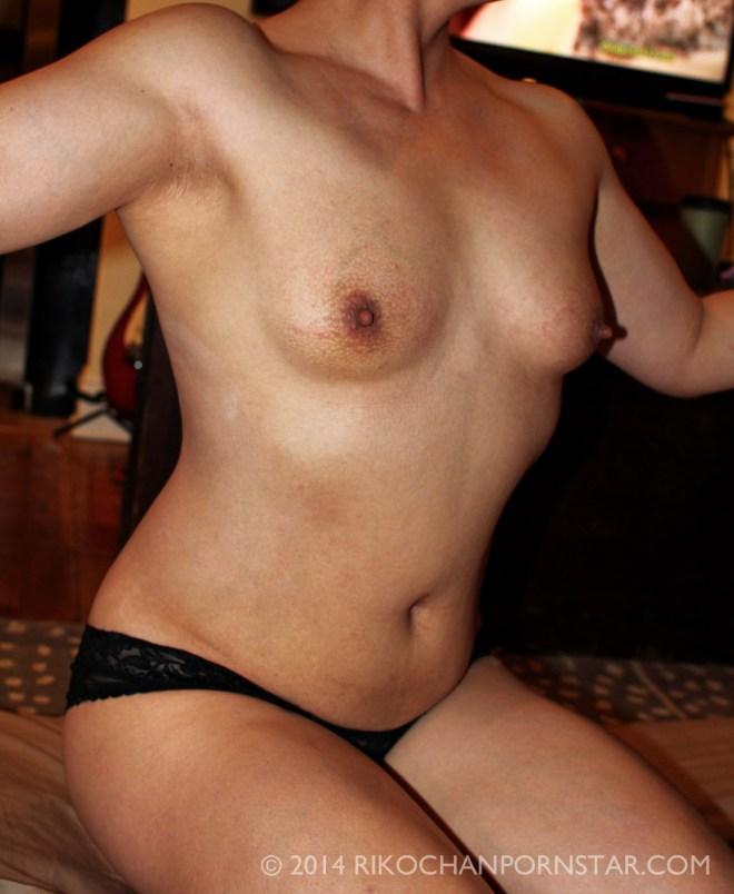 Rikochan shows off her bodybuilding progress
