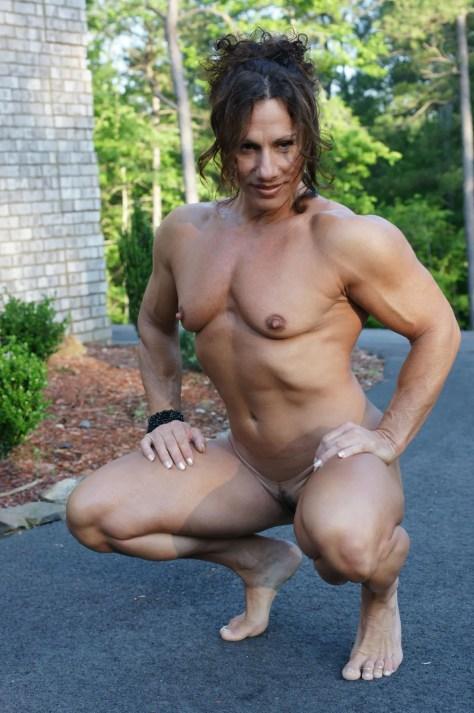 Bodybuilder Annie Rivieccio, outdoor nude