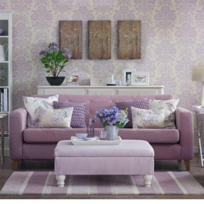30 Elegant and Chic Living Rooms with Damask Wallpaper - Rilane