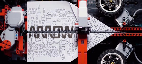 Maquina Lego dobla y lanza aviones de papel