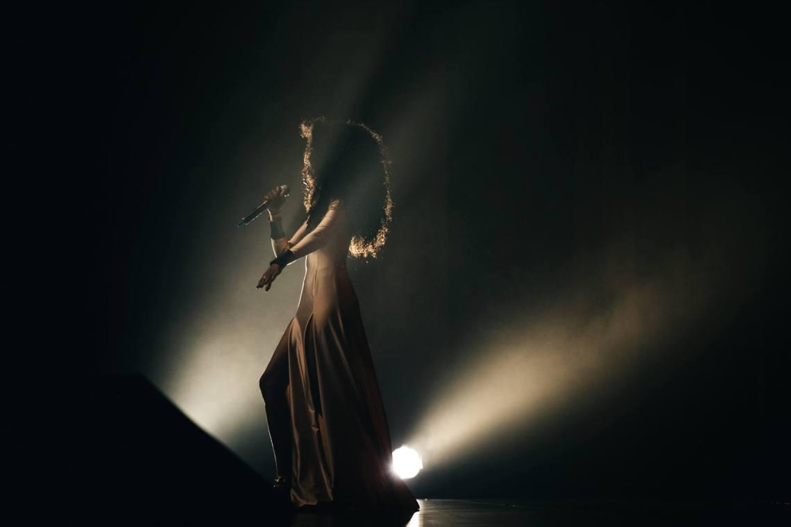 """Xênia no show de lançamento do disco """"Corpura"""", do Aláfia. Crédito: Divulgação"""