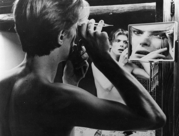 Bowie-in-bathroom