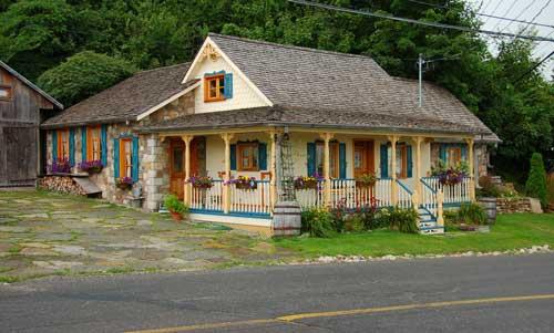 Picturesque cottage in apple country, St-Joseph-du-Lac, Quebec.