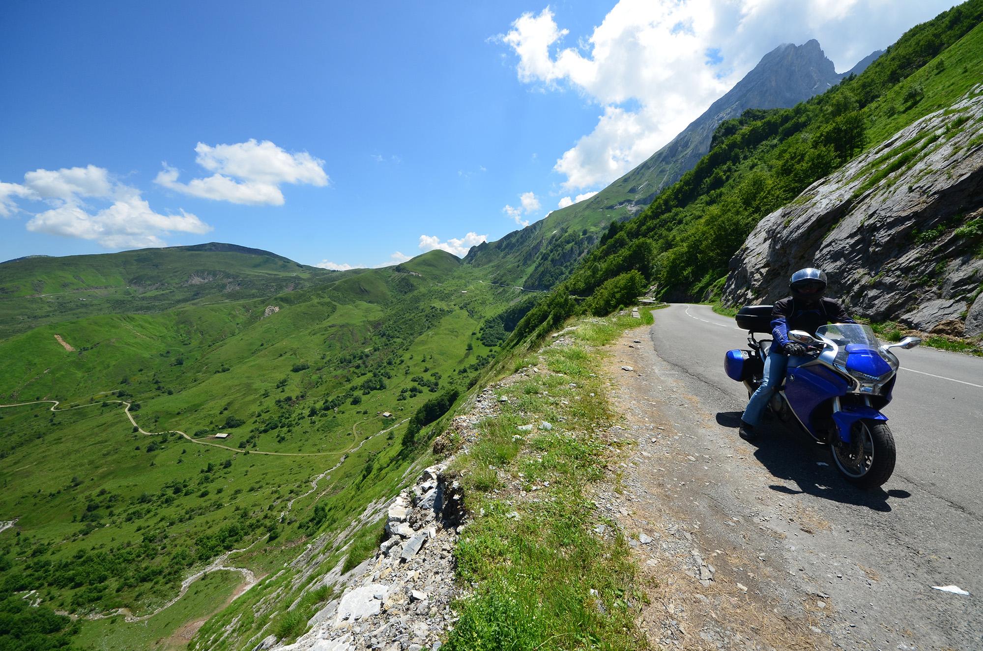 Route en corniche - Pyrénées