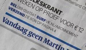 Foto van voorpagina van de Volkskrant nadat Martin Bril is overleden (foto De Volkskrant)