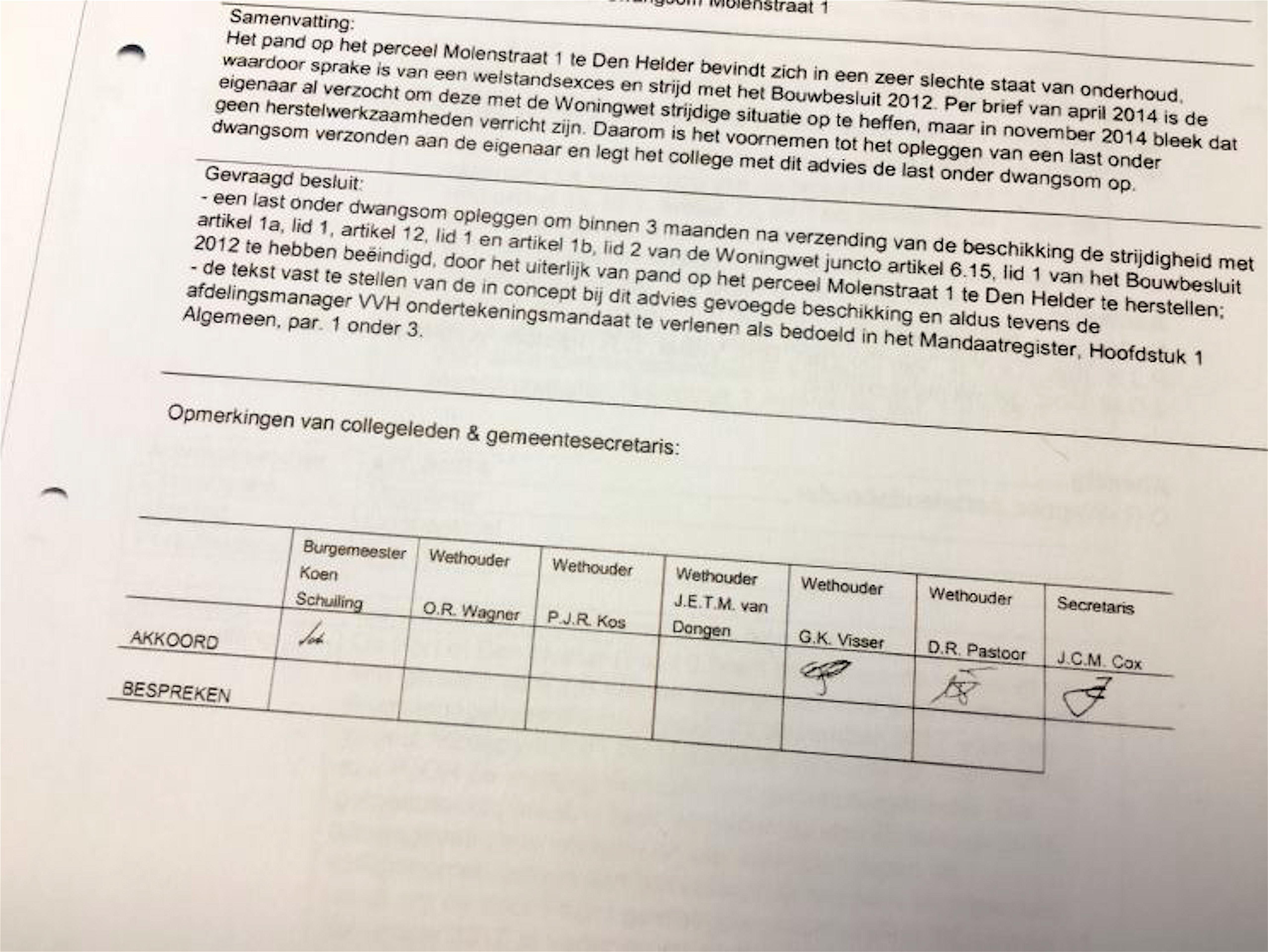 Het besluit met de parafen van de wethouders Visser en Pastoor (foto Hedzer Faber/HMC)