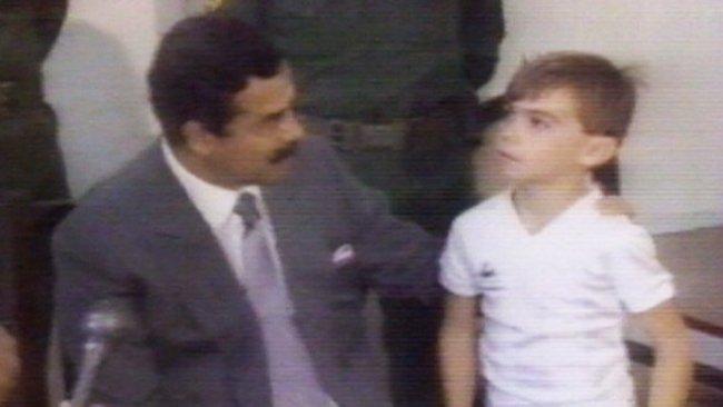 Saddam visits British hostages (foto YouTube)